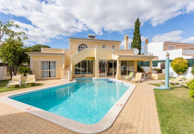 Villa in Galé - Helmar